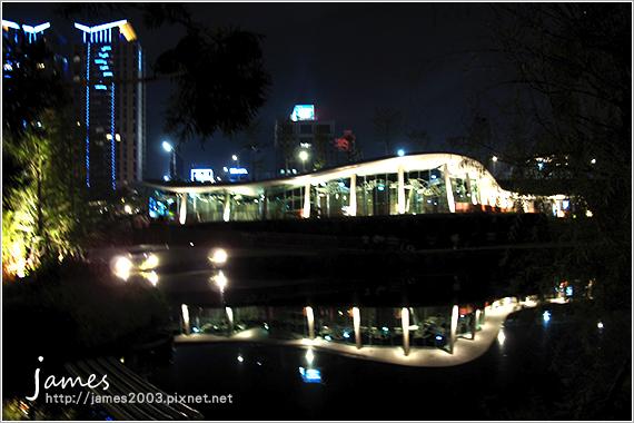 台中新景點秋紅谷廣場夜景05