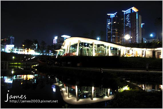 台中新景點秋紅谷廣場夜景10