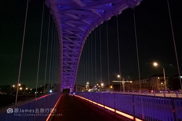 【台中外拍景點】北屯-海天橋(景觀橋)夜景 09.jpg
