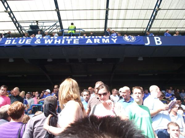 布條上寫的是藍白大軍
