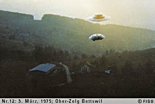 1975.3.3.12-昴宿星人飛船與小型遙控飛船.jpg