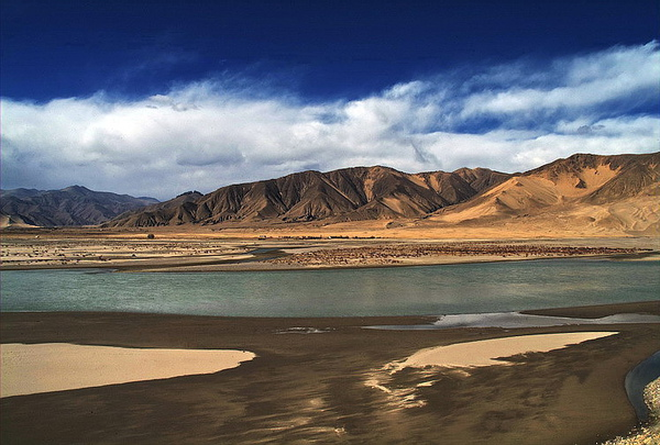 西藏雅魯藏布江