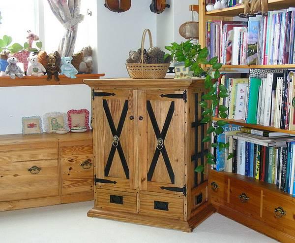 中世紀的貯物櫃 001