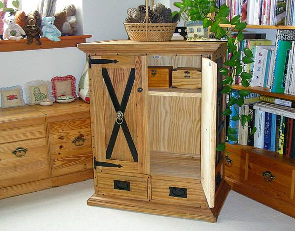 中世紀的貯物櫃 020
