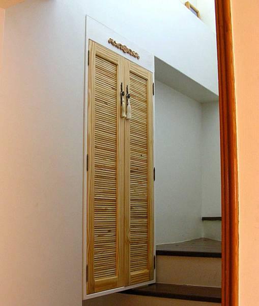 樓梯間的鞋櫃 001