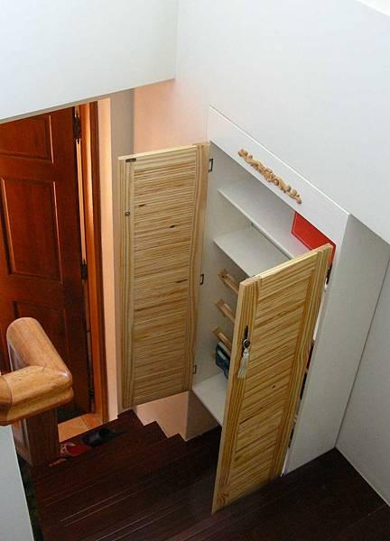 樓梯間的鞋櫃 014