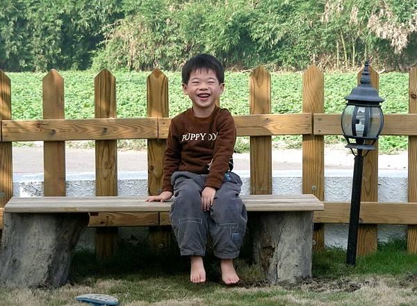 花園中的長板凳 001