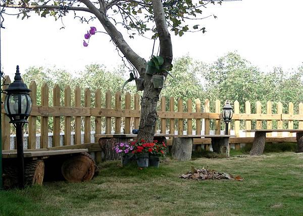 花園中的長板凳 009