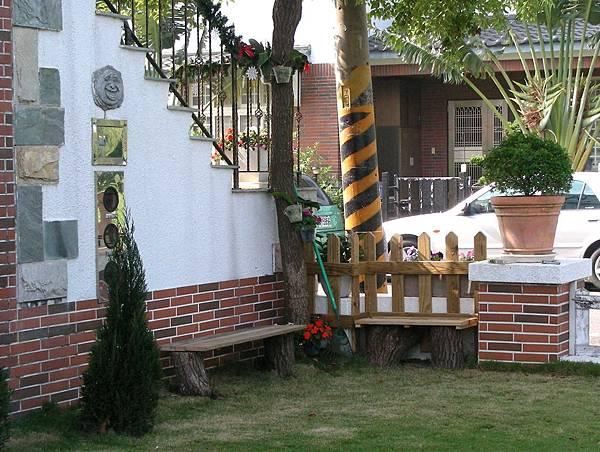 花園中的長板凳 010