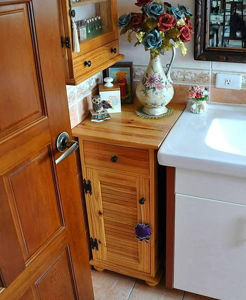 洗手間的收納櫃 001
