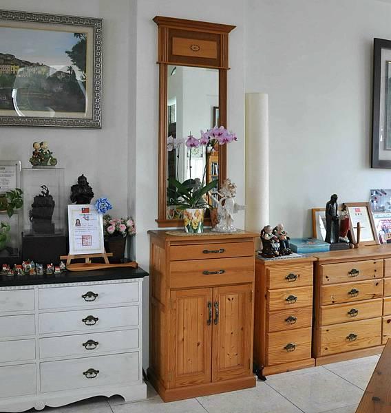 立鏡及雜物櫃