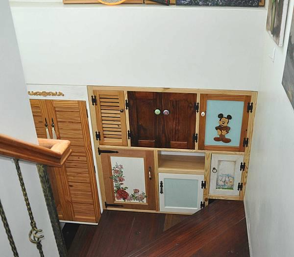樓梯間的收納 009