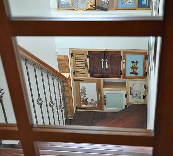 樓梯間的收納 015