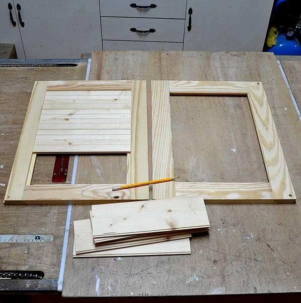 南方松做的床頭櫃 (2).JPG