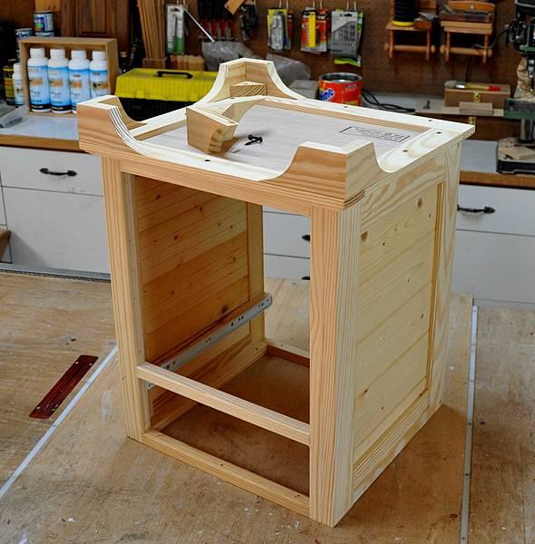 南方松做的床頭櫃 (7).JPG