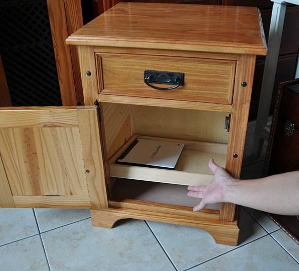 南方松做的床頭櫃 (18).JPG