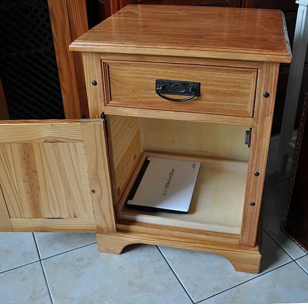 南方松做的床頭櫃 (19).JPG