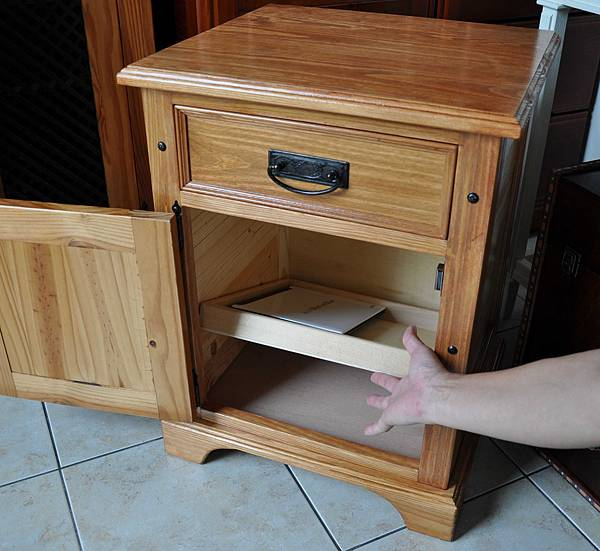 南方松做的床頭櫃 (17).JPG
