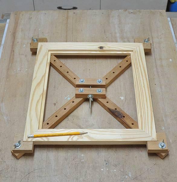 南方松做的床頭櫃之二 (4).JPG
