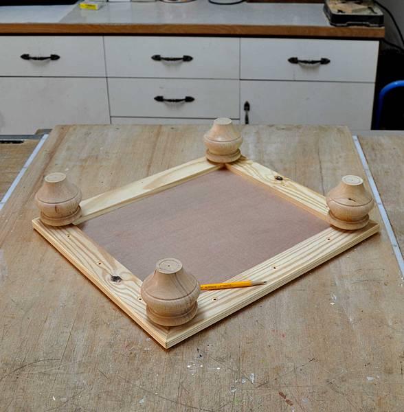 南方松做的床頭櫃之二 (5).JPG