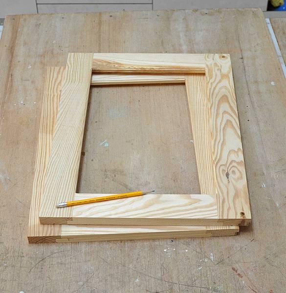 南方松做的床頭櫃之二 (2).JPG