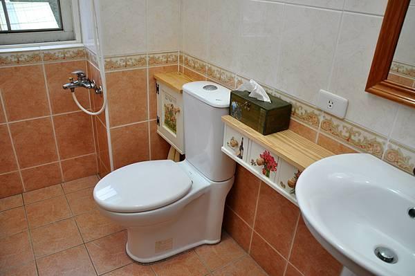 浴室裝潢DIY (14).JPG
