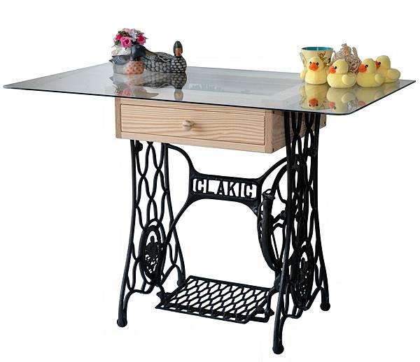 縫紉機做的桌子 (1).jpg
