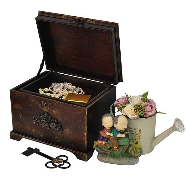 有祕室的珠寶箱 (1).jpg