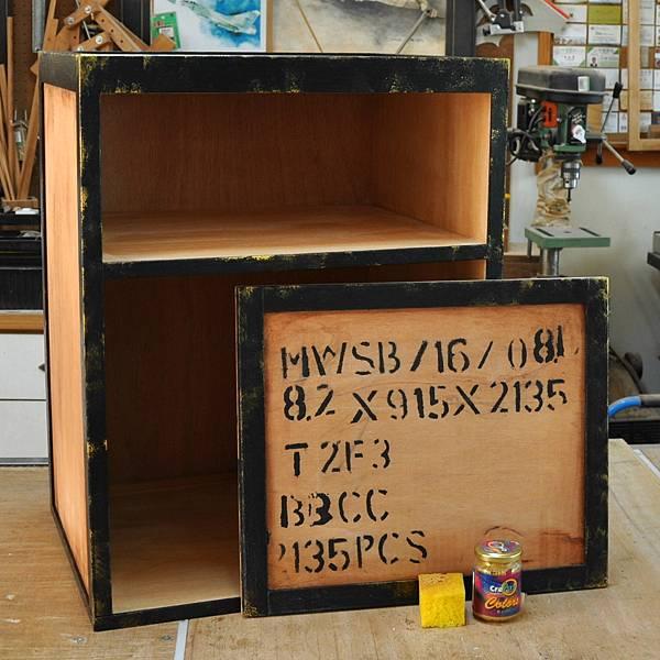 工業風的床頭櫃 (12).JPG