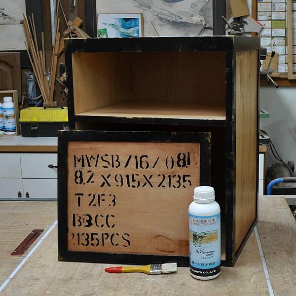 工業風的床頭櫃 (13).JPG