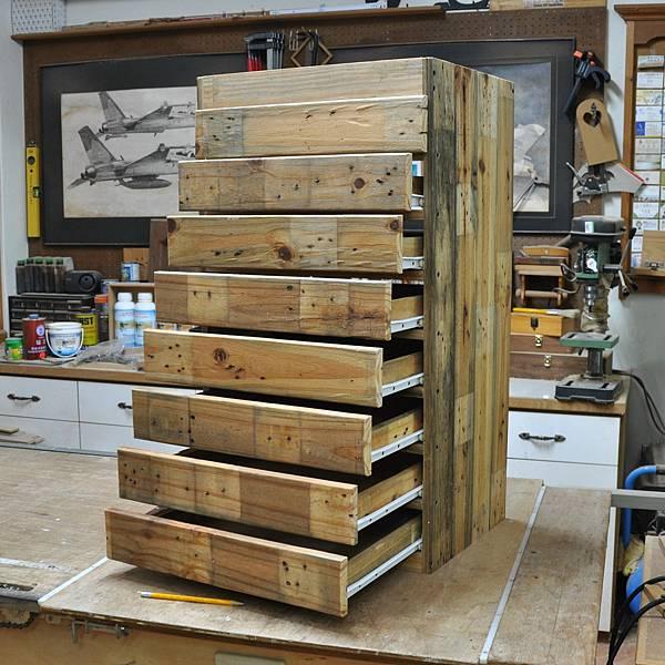 棧板做的零件櫃 (7).JPG