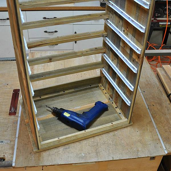 棧板做的零件櫃 (14).JPG