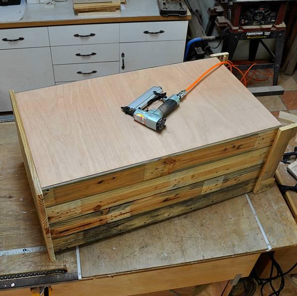 棧板做的零件櫃 (15).JPG