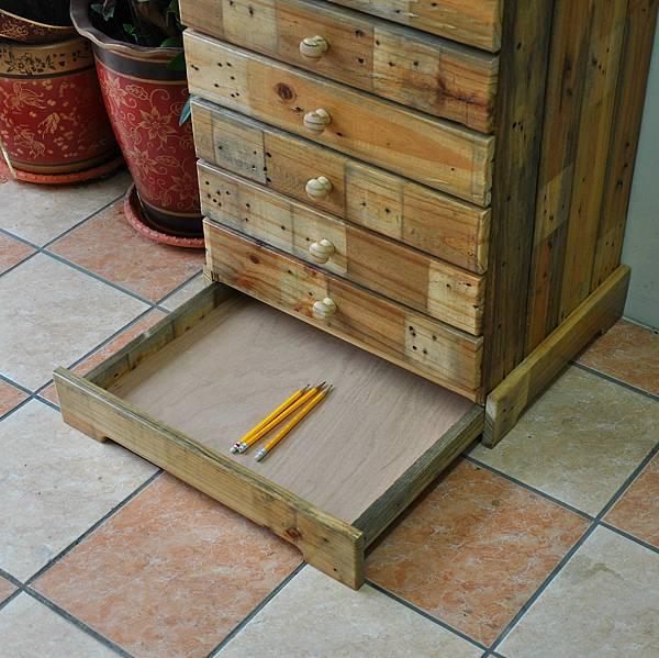 棧板做的零件櫃 (20).JPG