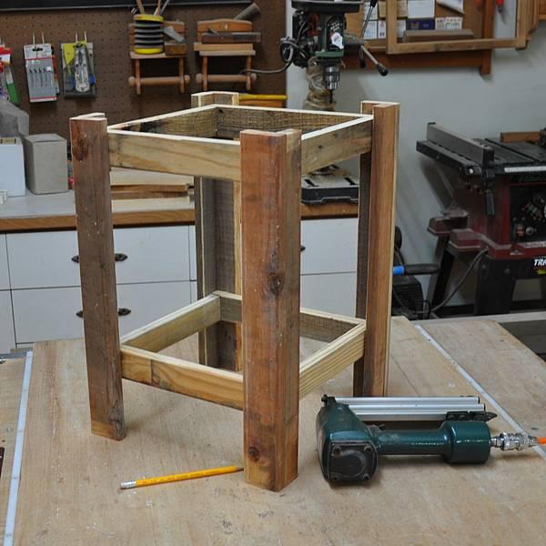 棧板做的凳子 (6).JPG