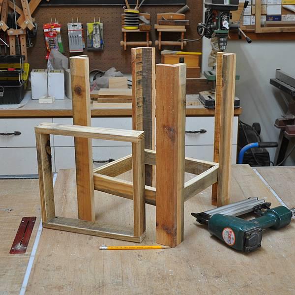 棧板做的凳子 (5).JPG