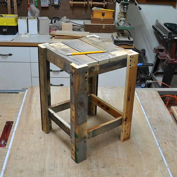棧板做的凳子 (7).JPG