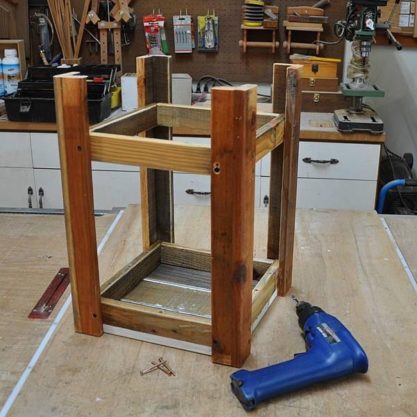 棧板做的凳子 (9).JPG