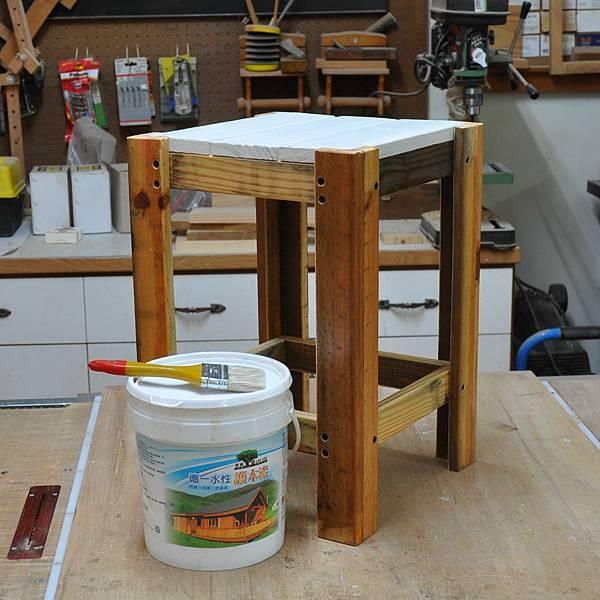 棧板做的凳子 (10).JPG
