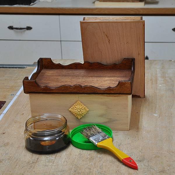 木作品上漆過程 (4).JPG