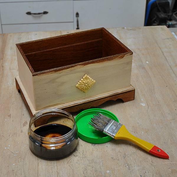 木作品上漆過程 (5).JPG