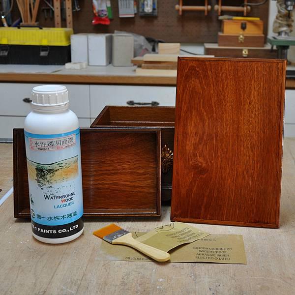 木作品上漆過程 (8).JPG