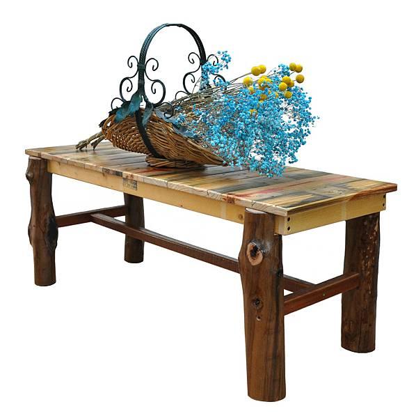用樹幹做的長板凳 (1).jpg