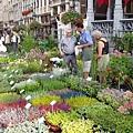 黃金廣場前賣花攤販