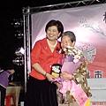 榮獲模範母親的外婆與市長合照