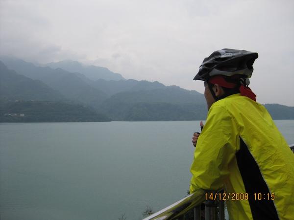 來看朦朧美的湖面