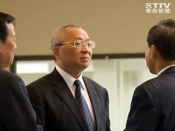 民進黨立委陳歐珀在馬總統母親喪禮上「溫柔建議」引發社會撻伐