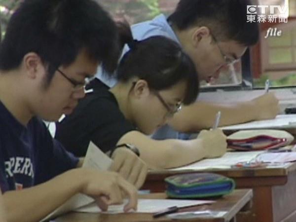 十二年國教上路,第一屆會考,如同以作文定生死,引發了不小爭議