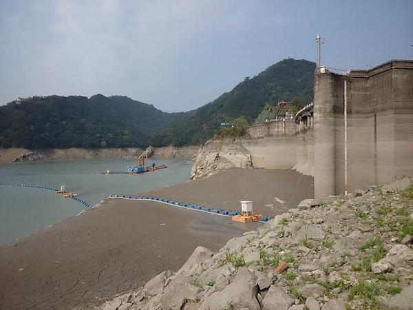 乾枯的石門水庫,淤積十分嚴重 (圖/經濟部)