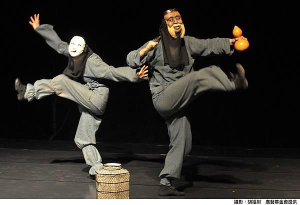 《水生》為肢體劇場,演員用活潑肢體講述故事
